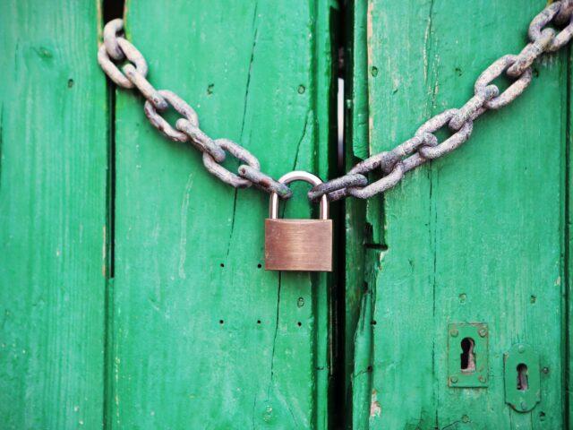 https://serwer1604278.home.pl/przedsiebiorca.eurekarestrukturyzacje.pl/wp-content/uploads/2020/07/door-green-closed-lock-640x480.jpg