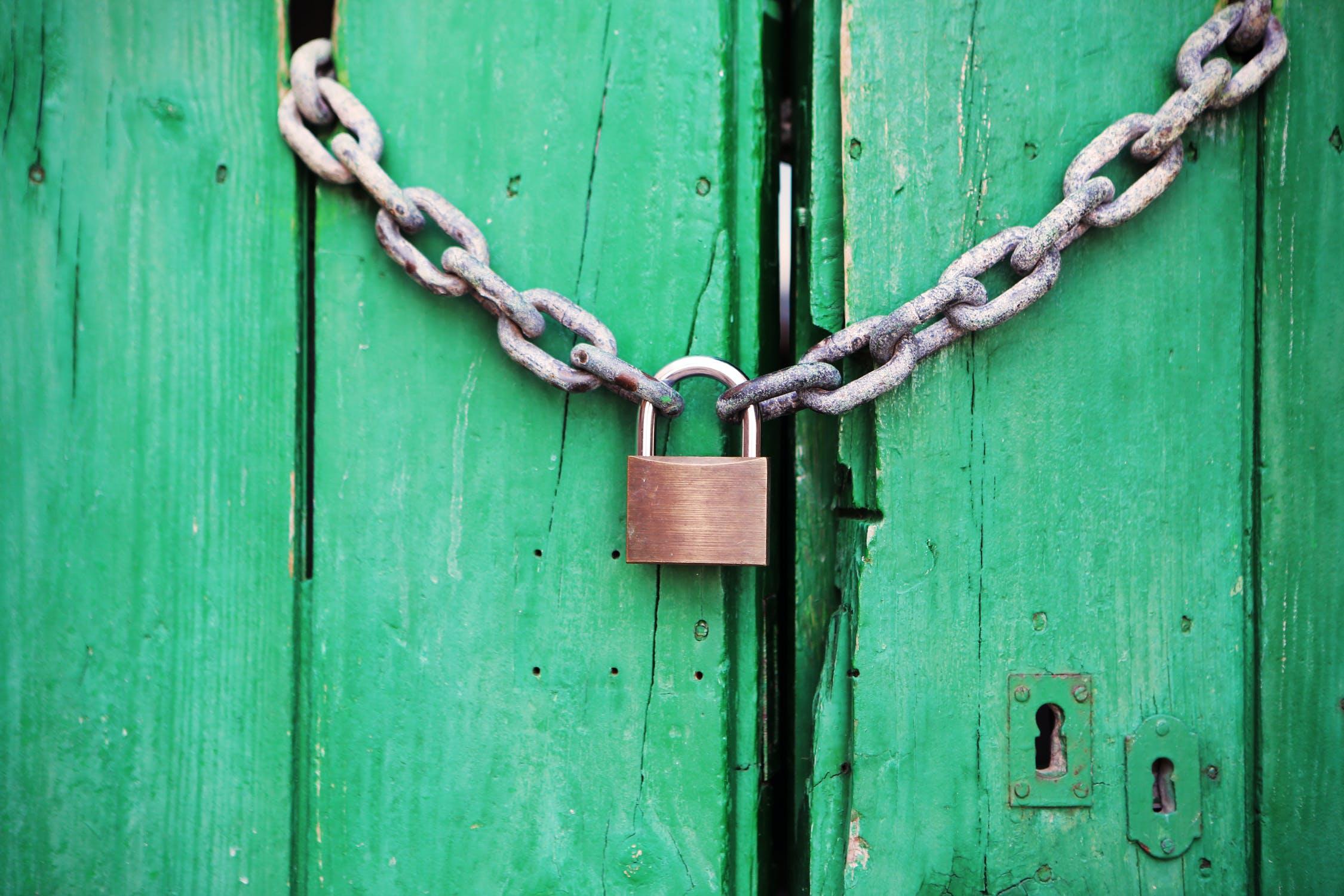 https://serwer1604278.home.pl/przedsiebiorca.eurekarestrukturyzacje.pl/wp-content/uploads/2020/07/door-green-closed-lock.jpg